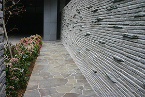 小端積、乱形に使われる鉄平石